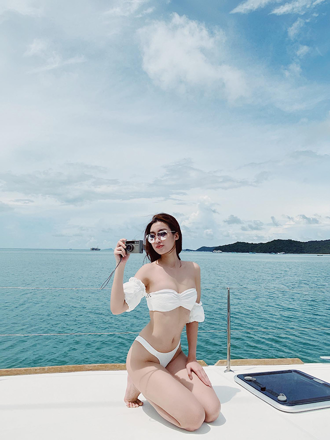 Hoa hậu Đỗ Mỹ Linh chăm khoe ảnh bikini táo bạo - Ảnh 4.