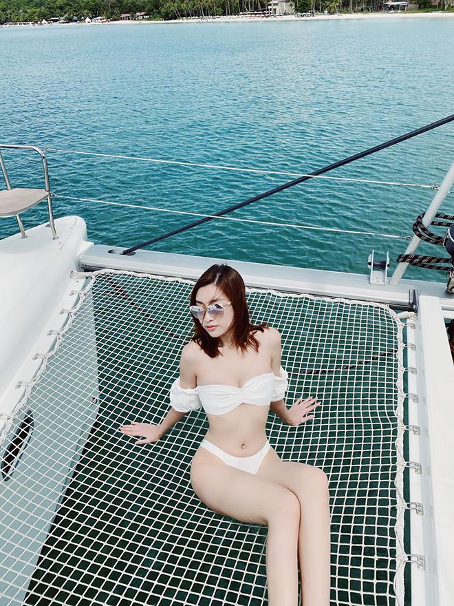 Hoa hậu Đỗ Mỹ Linh chăm khoe ảnh bikini táo bạo - Ảnh 3.