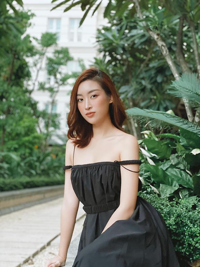 Hoa hậu Đỗ Mỹ Linh chăm khoe ảnh bikini táo bạo - Ảnh 11.