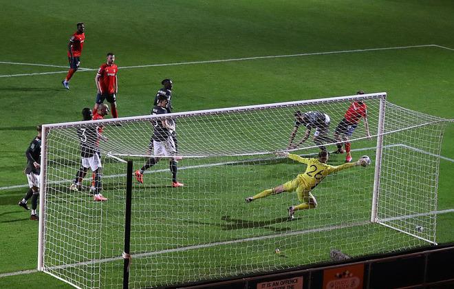 Chết hụt trước đội hạng dưới, Man United chứng minh lời mắng của huyền thoại là chính xác - Ảnh 2.