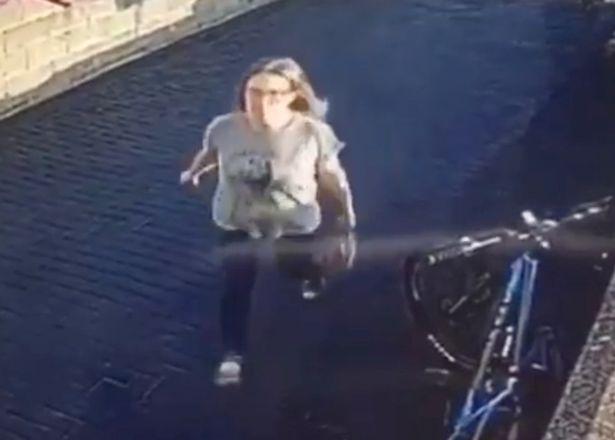 Xem camera an ninh thấy 1 phụ nữ đến nhà mình, ông bố lập tức đăng thông tin tìm ân nhân - Ảnh 2.