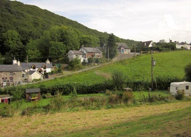 Cứ 7 giờ sáng ngôi làng xứ Wales lại mất mạng, sau 1 năm rưỡi ai cũng bất ngờ khi biết lý do - Ảnh 1.