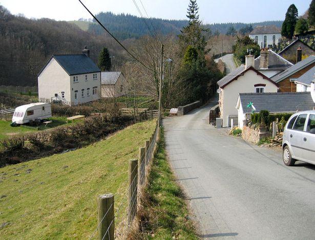 Cứ 7 giờ sáng ngôi làng xứ Wales lại mất mạng, sau 1 năm rưỡi ai cũng bất ngờ khi biết lý do - Ảnh 4.