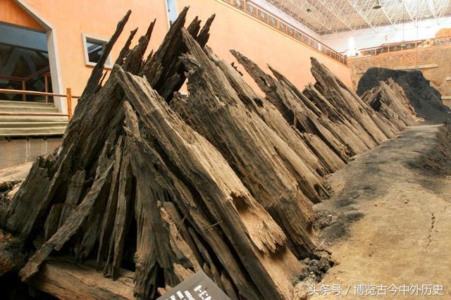 Mở quan tài bằng gỗ 1.000 năm tuổi, nhà khảo cổ bất ngờ khi nhìn vào bên trong - Ảnh 4.
