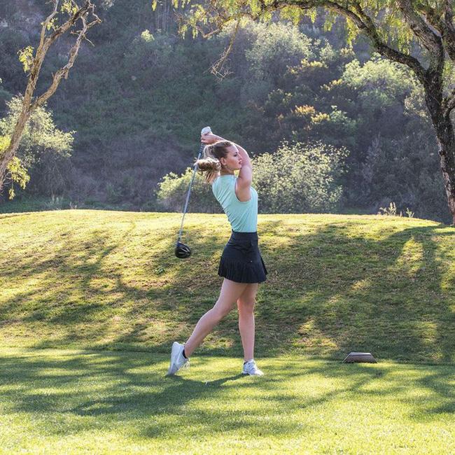 Nhan sắc hút hồn của nữ golf thủ trẻ tài năng người Anh - Ảnh 3.