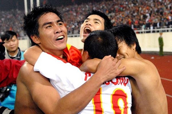 [Hồi ức] Cuộc đấu nội bộ kỳ lạ của 2 tuyển Việt Nam & cái kết vỡ òa ở giải đấu số một ĐNÁ - Ảnh 2.