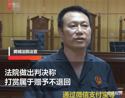Một người đàn ông Trung Quốc đã bắc thang lên hỏi ông trời để đòi lại tiền đã tặng nữ streamer xinh đẹp - Ảnh 2.