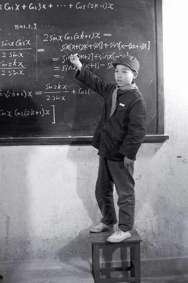 Chàng trai vào đại học năm 11 tuổi, được kỳ vọng đoạt giải Nobel nhưng kiêu ngạo và bi kịch của một thần đồng nổi tiếng sớm - Ảnh 1.