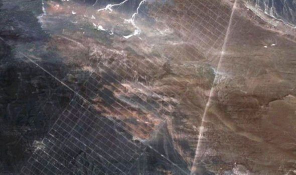 Google Earth phát hiện bí mật quân sự Trung Quốc muốn che giấu ở sa mạc Gobi? - Ảnh 4.