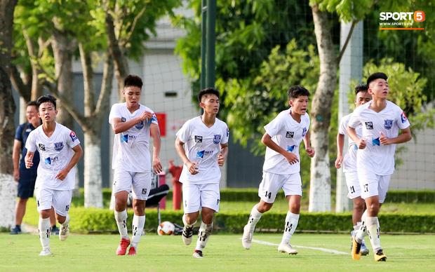 Dương Quang Trung Hiếu: Sát thủ triển vọng của bóng đá Việt với số áo kỳ lạ và ước mơ cao lớn như Ronaldo - Ảnh 7.