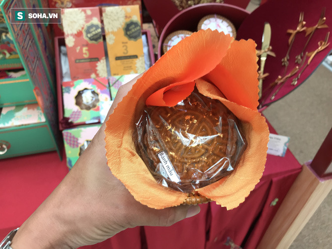 Bánh trung thu nhà giàu và bánh độc lạ đắt hàng dù thị trường chung ế ẩm - Ảnh 4.
