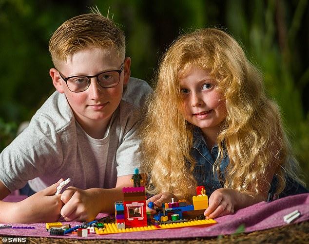 Bé trai 10 tuổi bình tĩnh đến kinh ngạc, dùng thủ thuật học ở lớp cứu sống em gái hóc dị vật - Ảnh 1.