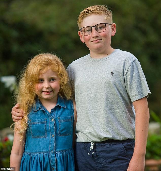 Bé trai 10 tuổi bình tĩnh đến kinh ngạc, dùng thủ thuật học ở lớp cứu sống em gái hóc dị vật - Ảnh 4.