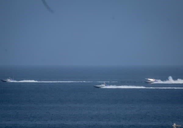Hải quân Nga và Iran đồng loạt khai hỏa hủy diệt tàu chiến địch - Quân đội Syria giáng đòn hỏa lực sấm sét - Ảnh 1.