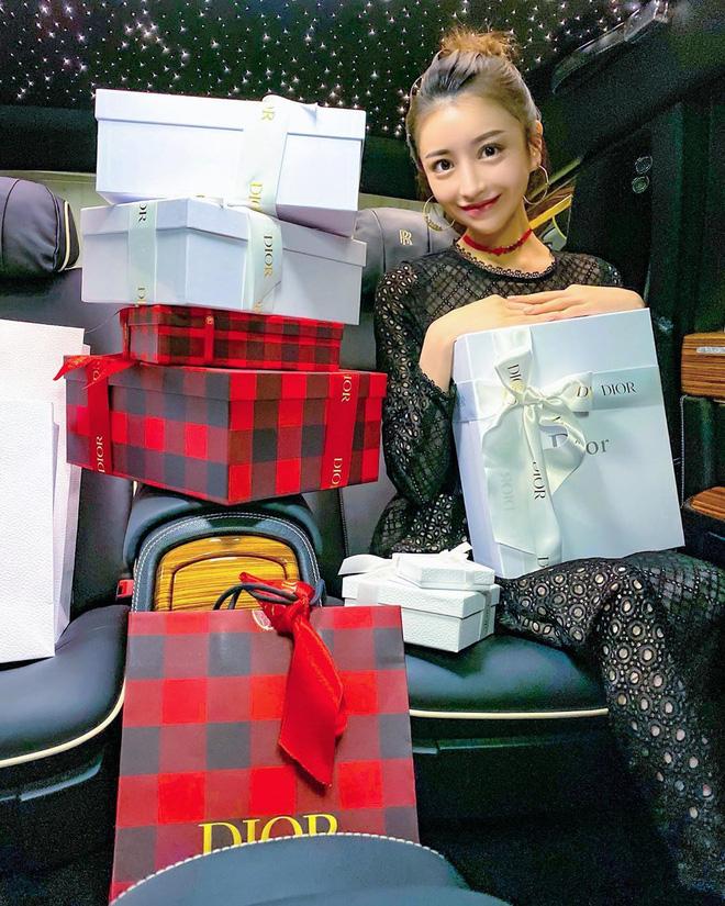 Choáng với cuộc sống của mẫu nữ kiêm Geisha số 1 Nhật Bản: Hàng hiệu xa xỉ, thu nhập 44 tỷ/năm, quyết nghỉ hưu ở tuổi 32 - Ảnh 5.