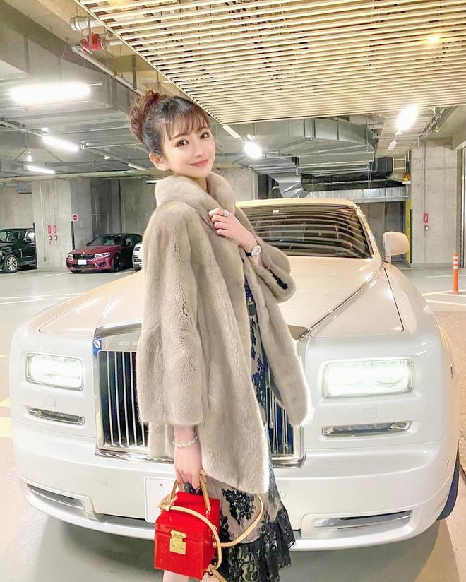 Choáng với cuộc sống của mẫu nữ kiêm Geisha số 1 Nhật Bản: Hàng hiệu xa xỉ, thu nhập 44 tỷ/năm, quyết nghỉ hưu ở tuổi 32 - Ảnh 10.