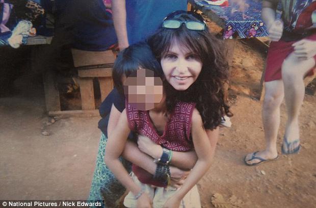 Mặt tối sau những trại trẻ mồ côi: Nơi những đứa trẻ bị bắt ăn mặc rách rưới, đóng giả không cha không mẹ để lợi dụng tình thương của du khách nước ngoài - Ảnh 4.