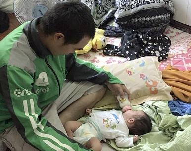 Từ đứa bé sơ sinh bị bỏ rơi ven đường, cảnh sát lần ra đường dây buôn bán trẻ em sang Trung Quốc - Ảnh 2.