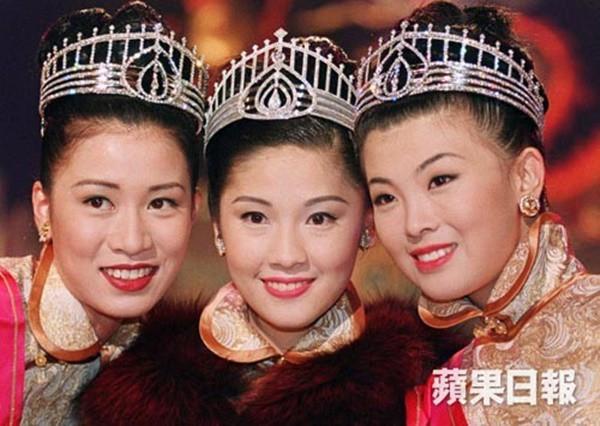 Hoa hậu Hong Kong bị á hậu lên sóng truyền hình tố cướp người yêu giờ ra sao ở tuổi U50? - Ảnh 2.