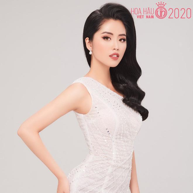 So ảnh trên mạng và chụp thực tế tại vòng sơ khảo của dàn thí sinh Hoa hậu Việt Nam 2020: Liệu có ai mất phong độ? - Ảnh 1.