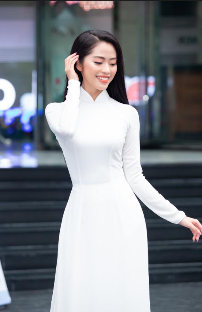 So ảnh trên mạng và chụp thực tế tại vòng sơ khảo của dàn thí sinh Hoa hậu Việt Nam 2020: Liệu có ai mất phong độ? - Ảnh 2.