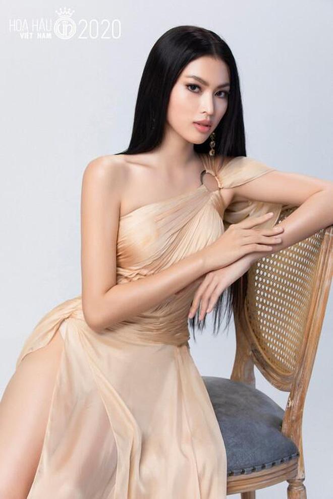 So ảnh trên mạng và chụp thực tế tại vòng sơ khảo của dàn thí sinh Hoa hậu Việt Nam 2020: Liệu có ai mất phong độ? - Ảnh 13.