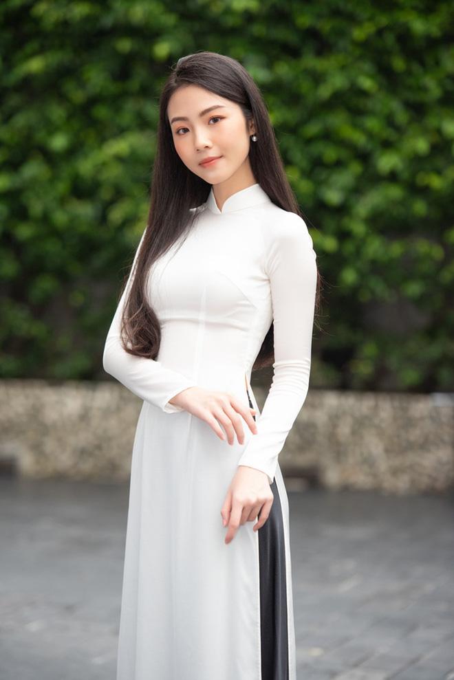 So ảnh trên mạng và chụp thực tế tại vòng sơ khảo của dàn thí sinh Hoa hậu Việt Nam 2020: Liệu có ai mất phong độ? - Ảnh 6.