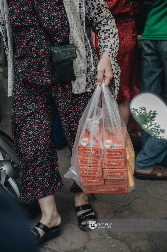 Có người phải cầu cứu bạn bè mua hộ bánh Trung thu Bảo Phương: sức hút từ đâu mà hot đến vậy? - Ảnh 8.