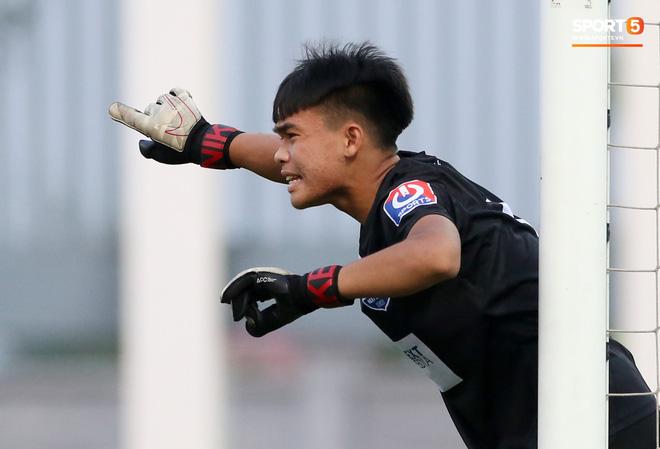 HLV Pháp triệu tập 40 cầu thủ, không gọi 3 cái tên xuất sắc nhất giải U17 quốc gia 2020 lên tuyển Việt Nam - Ảnh 2.