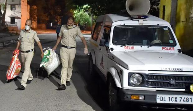 Bắt được 160 kg cần sa, bốn cảnh sát Ấn Độ báo cáo 1 kg rồi mang 159 kg còn lại đi bán - Ảnh 1.