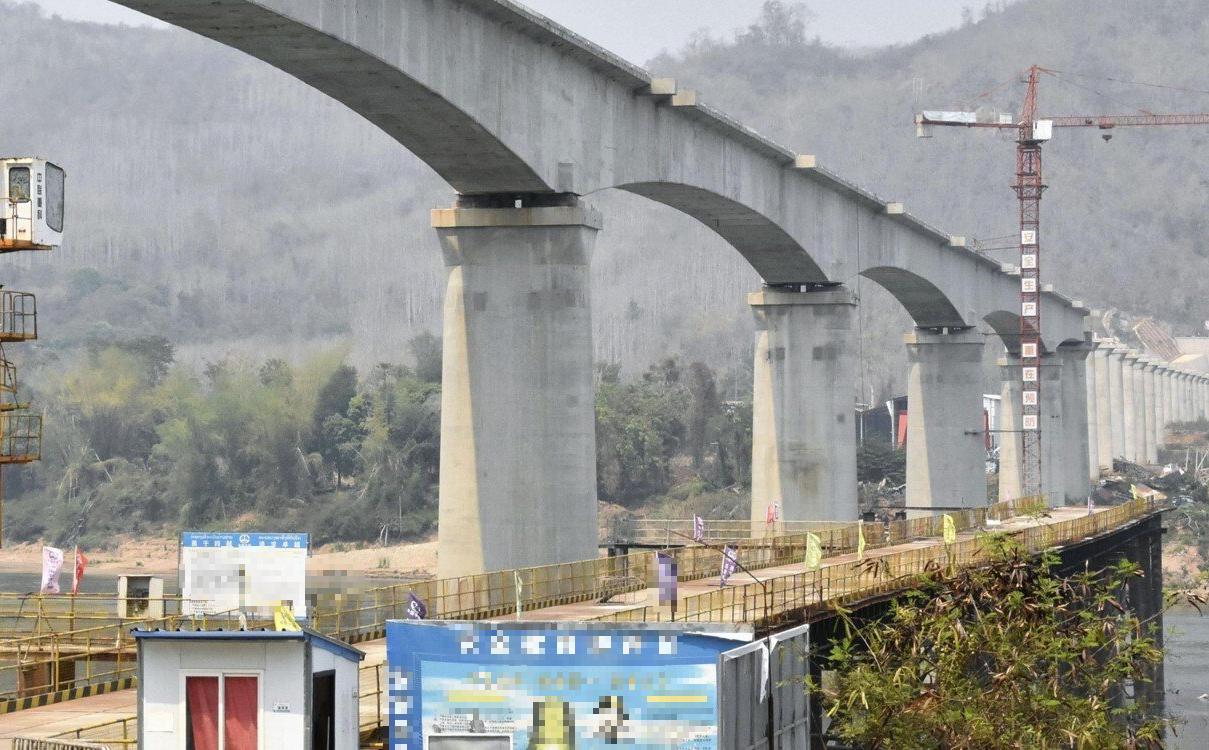 """Tuyến đường sắt 6 tỉ USD gây tranh cãi của TQ tại Lào: Hiện thực hóa """"giấc mộng thoát nghèo"""" hay bẫy nợ?"""