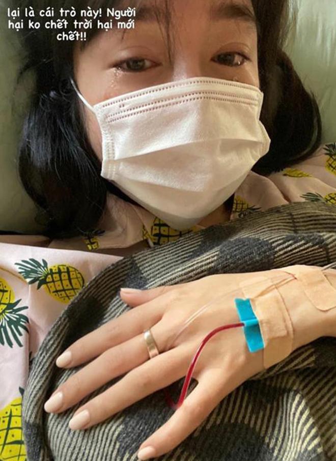Elly Trần gây xôn xao với hình ảnh òa khóc trên giường bệnh  - Ảnh 1.