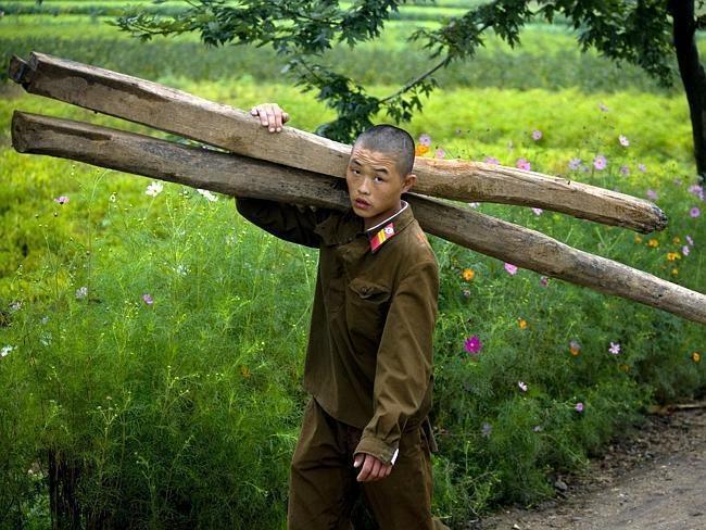 Những bức ảnh độc về cuộc sống ở Triều Tiên: Bức ảnh cuối gây tranh cãi - Ảnh 3.