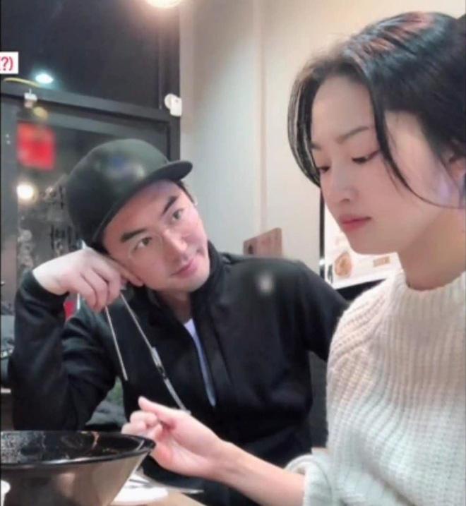 Nam thần Shinhwa lên truyền hình kể về vợ: Đẹp như minh tinh, không thể xa nàng quá 1km, 24 tiếng - ảnh 3