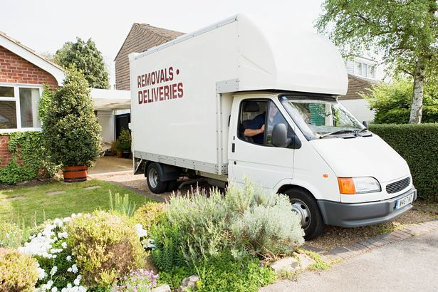 Cặp đôi hứa sẽ trả 60 triệu cho người giúp họ chuyển nhà, song đọc yêu cầu ai cũng đỏ mặt - Ảnh 2.