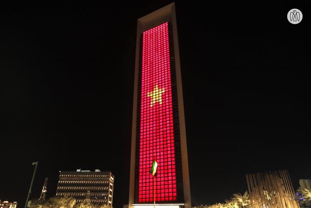 Hình quốc kỳ Việt Nam bao trùm tòa tháp cao nhất thế giới trong ngày Quốc khánh 2/9 - Ảnh 2.