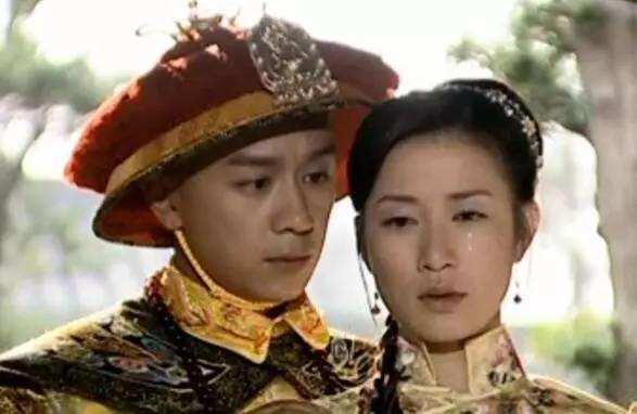 Xinh đẹp và giàu có nhưng ở tuổi U50 vẫn chăn đơn gối chiếc, Xa Thi Mạn quyết định lên chùa cầu duyên mong sớm kết hôn? - Ảnh 4.