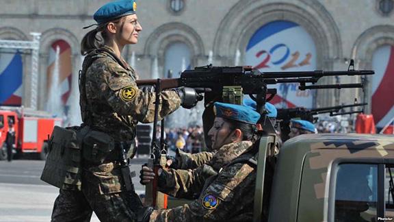 Hình ảnh gây sốc của Phu nhân Thủ tướng và đội quân thứ 2 với 100 nghìn lính của Armenia - Ảnh 2.