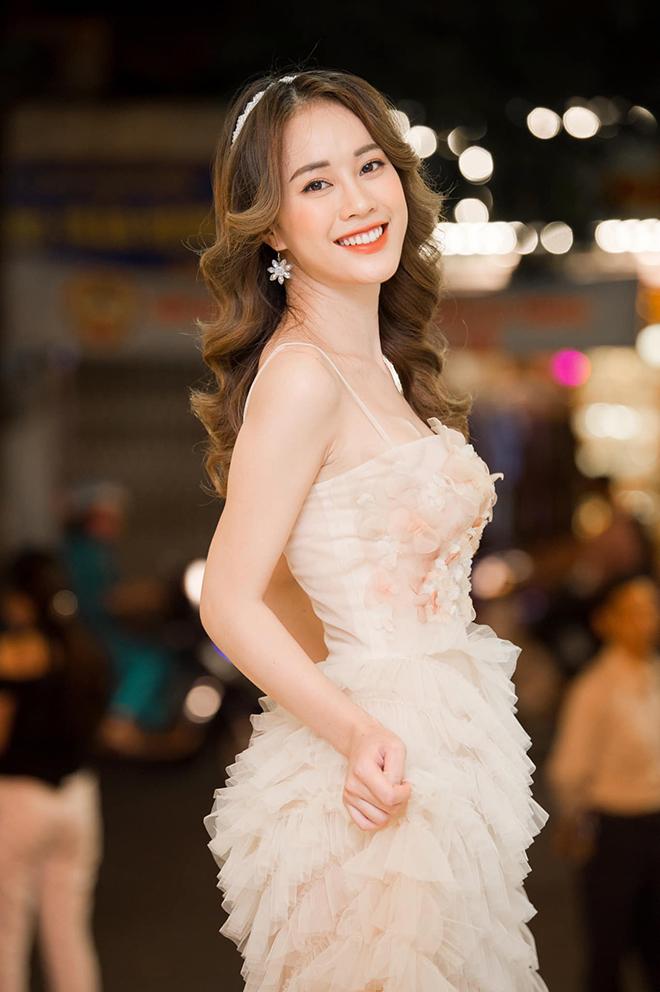 Nhan sắc MC VTV vừa bị loại khỏi Hoa hậu Việt Nam 2020 - Ảnh 4.