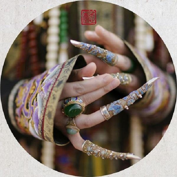 Móng tay vàng của Từ Hy Thái hậu không chỉ là trang sức, bộ hộ giáp còn ẩn chứa bí mật động trời - Ảnh 1.