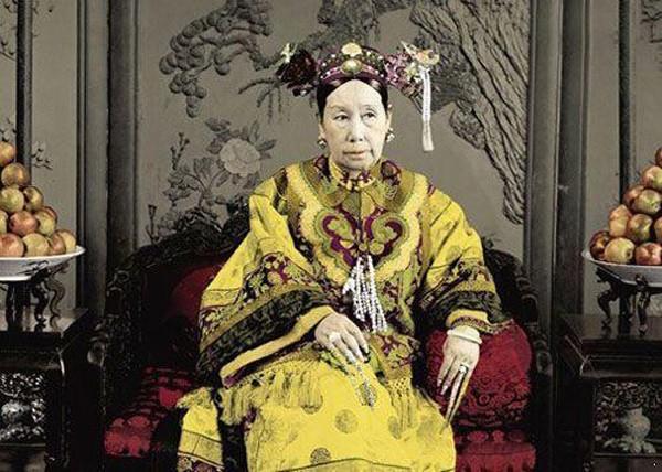 Móng tay vàng của Từ Hy Thái hậu không chỉ là trang sức, bộ hộ giáp còn ẩn chứa bí mật động trời - Ảnh 3.