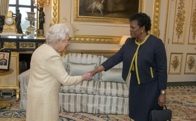 Rộ tin Bắc Kinh tác động khiến 1 đảo quốc loại Nữ hoàng Anh khỏi vị trí nguyên thủ: Trung Quốc nói gì?