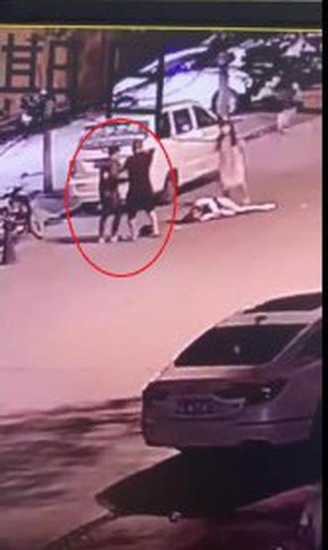 Vụ án gây phẫn nộ MXH Trung Quốc: Gã trai giết bạn gái cũ dã man ngay trên đường, người dân khuyên can cũng bị dùng dao truy đuổi - Ảnh 2.