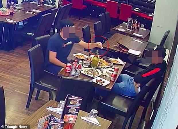 Hai thực khách dùng chiêu trò hòng quỵt tiền của nhà hàng nhưng bị camera ghi lại, dân mạng phẫn nộ đòi công khai danh tính - Ảnh 3.