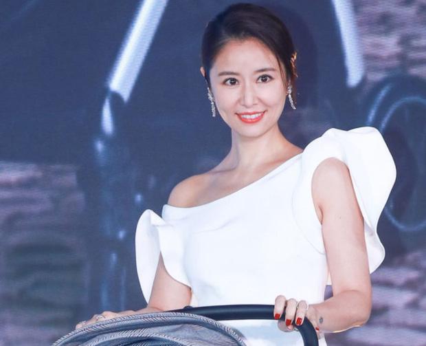 Bị hỏi về tin đồn ly hôn, Lâm Tâm Như tỏ thái độ mỉa mai cùng câu trả lời cực gắt khiến Cnet gật gù - Ảnh 2.