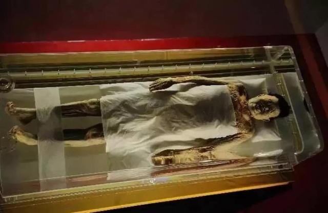 Xác ướp phu nhân Tân Truy được trưng bày tại bảo tàng Hồ Nam. (Ảnh: David Schroeter)