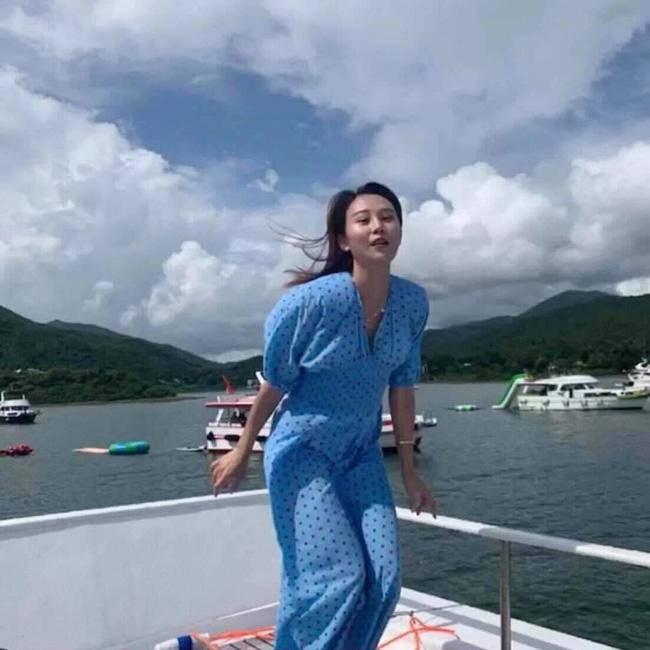 Được bạn thân chụp ảnh cho theo phong cách bay nhảy giữa biển khơi, thiếu nữ tái mặt với loạt hình như phù thủy khó tính - Ảnh 5.