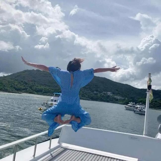 Được bạn thân chụp ảnh cho theo phong cách bay nhảy giữa biển khơi, thiếu nữ tái mặt với loạt hình như phù thủy khó tính - Ảnh 6.