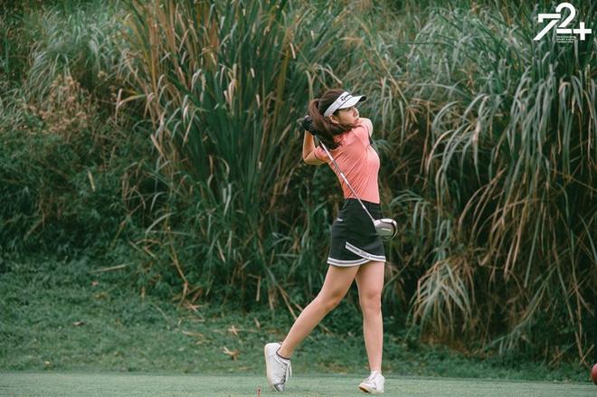 Bắt bài chụp ảnh của dàn gái xinh sân golf, chỉ một bức hình mà khoe đủ combo đẹp - khoẻ - sang - Ảnh 1.