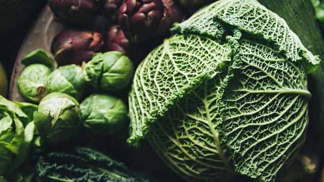 Người bị suy giáp nên tránh xa 9 loại thực phẩm này, có thứ tưởng bổ dưỡng nhưng thực chất lại khiến bệnh trầm trọng thêm - Ảnh 2.